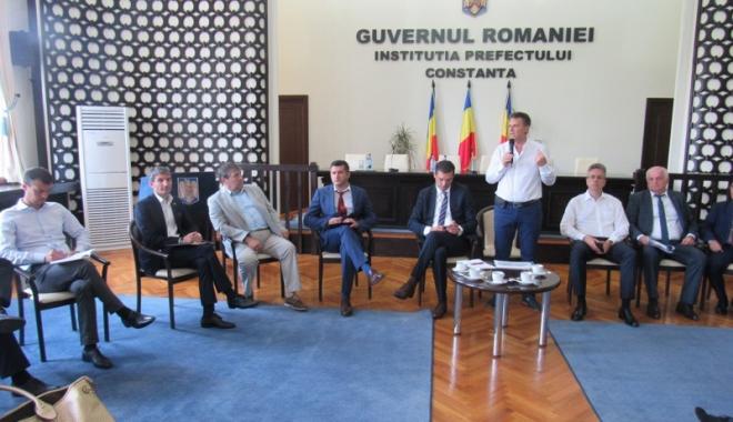 Foto: Primarii din Constanța, întâlnire cu furnizorii de energie electrică și gaze naturale