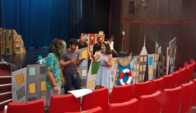 """Foto: Repetiții în toi la Teatrul pentru Copii și Tineret """"Căluțul de mare"""""""