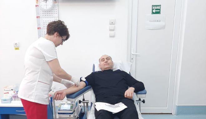 Foto: Preoții și credincioșii au donat sânge