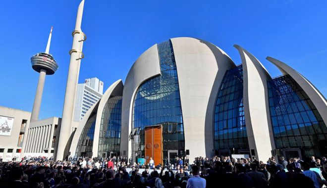 Foto: Președintele Erdogan  a inaugurat  cea mai mare moschee  din Germania