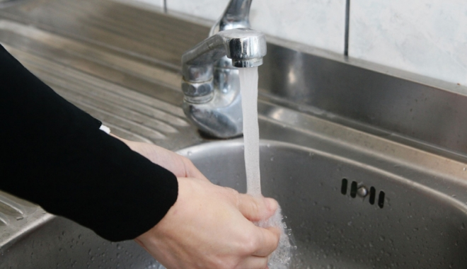 Foto: Apă cu presiuni scăzute la robinete, în Faleză Nord