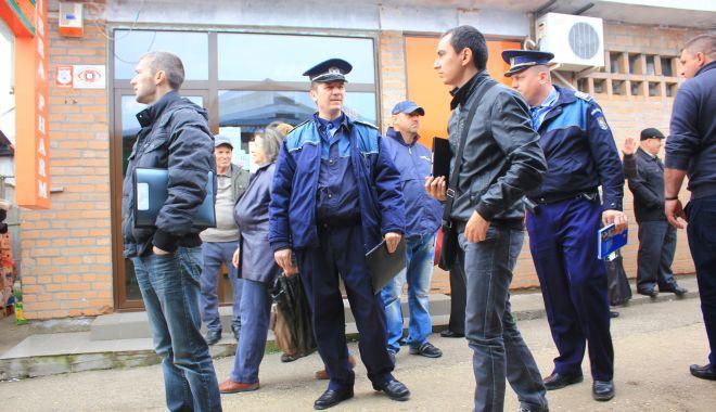 """Foto: Polițiștii au """"descins"""" la Anda și CET, cu sfaturi, pentru a preveni tâlhăriile"""