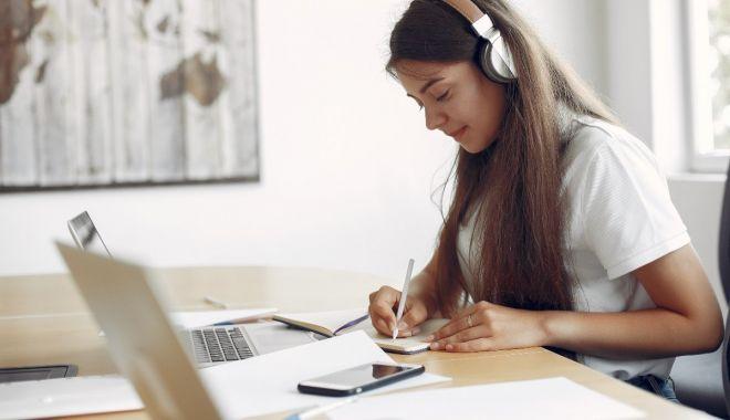 Elevii din clasele a VIII-a, a XII-a și a XIII-a reîncep cursurile online - primariacapitaleialansatoplatfor-1618215818.jpg