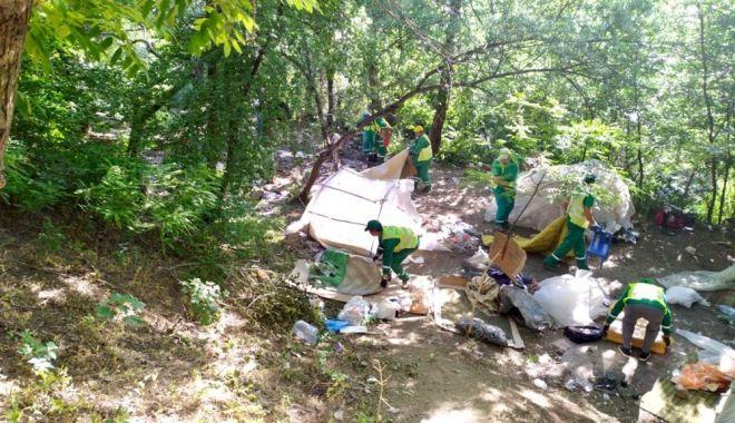 Foto: Taberele de nomazi de pe Valea Portului, în atenția Poliției