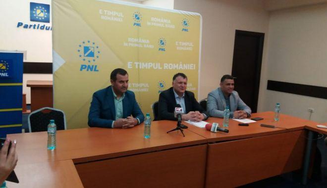 Foto: Primarul de la Medgidia, Valentin Vrabie, a bătut palma cu PNL