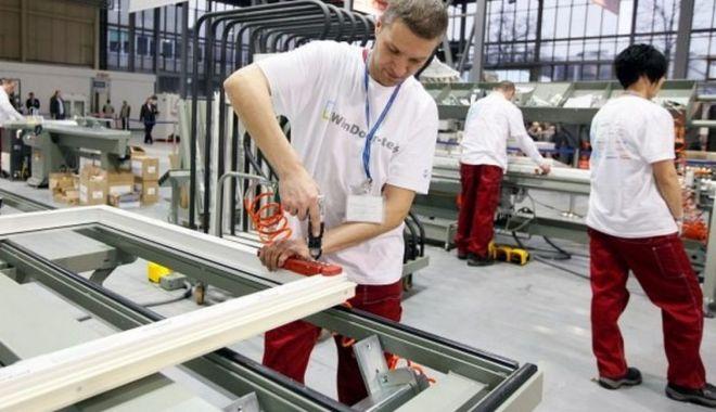 Producția industrială e în declin - productiaindustrialaeindeclin-1618298301.jpg