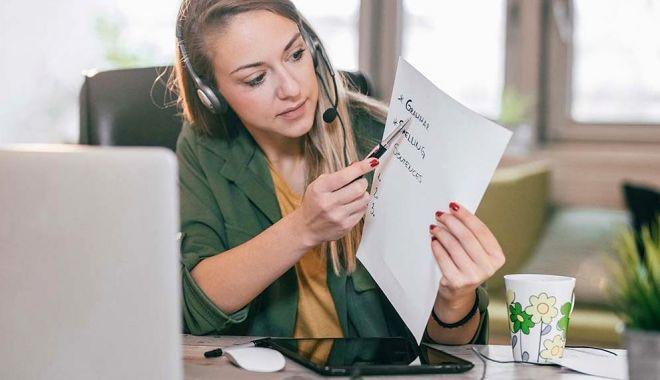 Profesorii își primesc salariile numai dacă au activitate online - profesori-1588095186.jpg