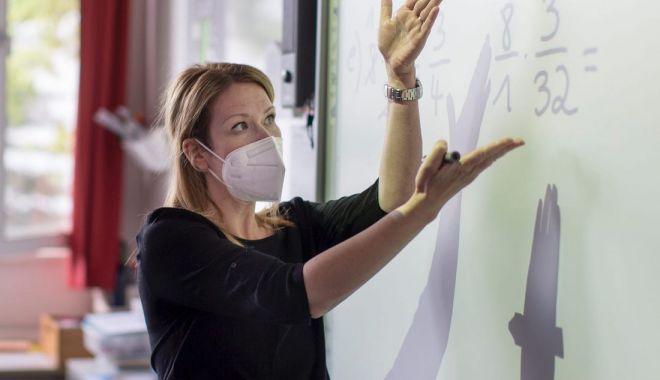 Profesorii din Năvodari, implicaţi într-un nou proiect de mobilitate şcolară - profesoriisursabusinessinsider-1603812268.jpg