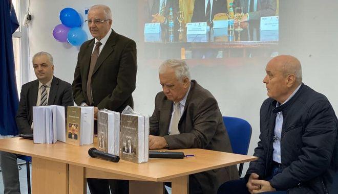 """Foto: Profesorul Tasin Gemil și-a lansat cartea """"Pe drumurile istoriei"""", la Medgidia"""