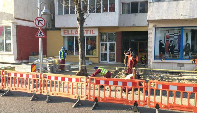 Foto: Atenție unde vă parcați mașinile! Administrația locală montează pavele
