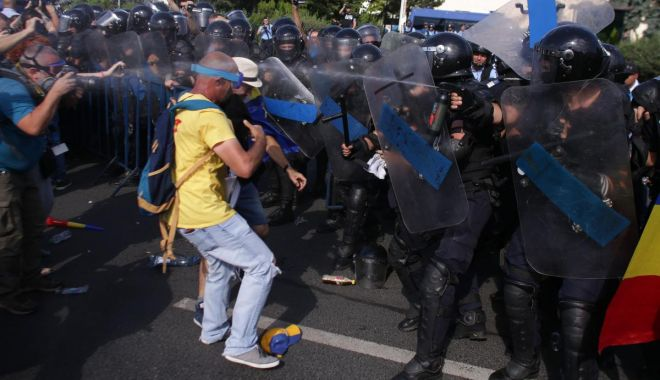 Foto: Tunurile pe jandarmi! Românii au uitat de Daddy, cum au uitat să voteze și-n 2016. Ce-or face la anul…