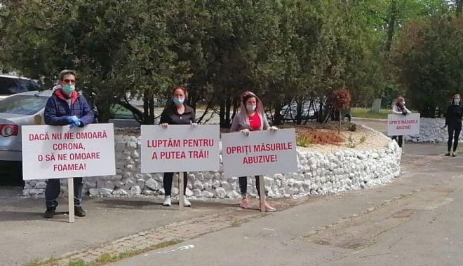 Protest în stațiunea Mamaia. Personalul din turism a ajuns la capătul răbdării! - protest2-1589275077.jpg
