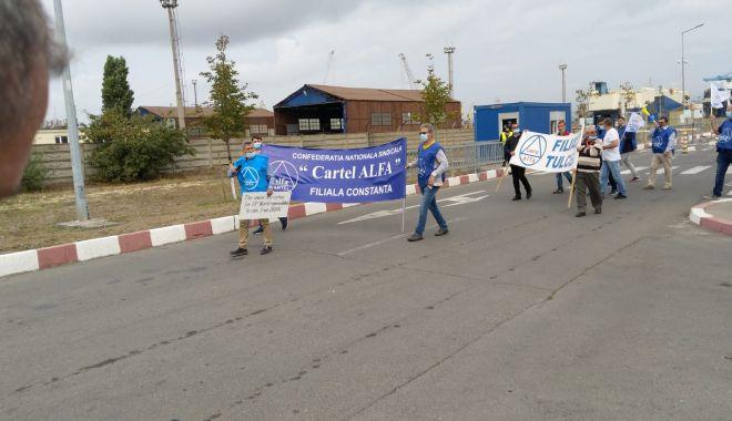Protestatarii de la ușa companiei CSCT au obținut prima victorie - protestatariidelausacompanieicsc-1600961404.jpg