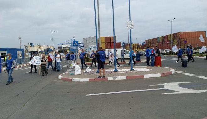 Protestatarii de la ușa companiei CSCT au obținut prima victorie - protestatariidelausacompanieicsc-1600961411.jpg