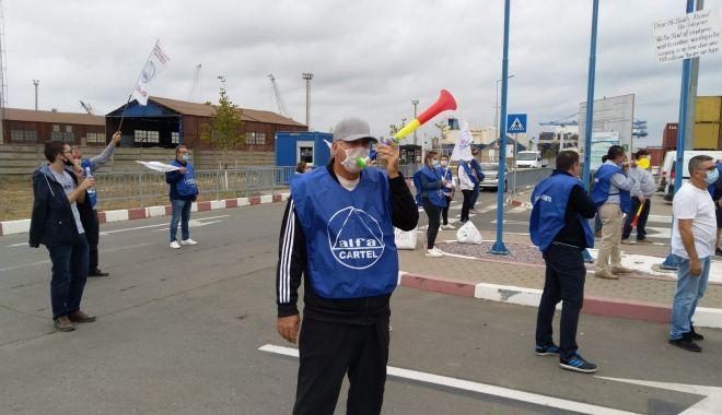 Protestatarii de la ușa companiei CSCT au obținut prima victorie - protestatariiprintdelausacompani-1600961324.jpg
