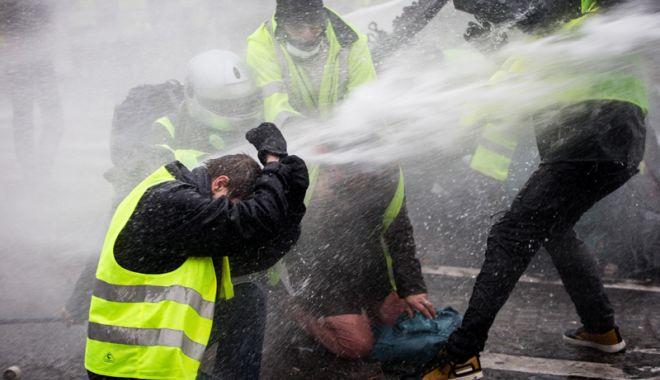 Foto: Proteste violente în Grecia, la 10 ani după ce un adolescent  a fost ucis de poliție