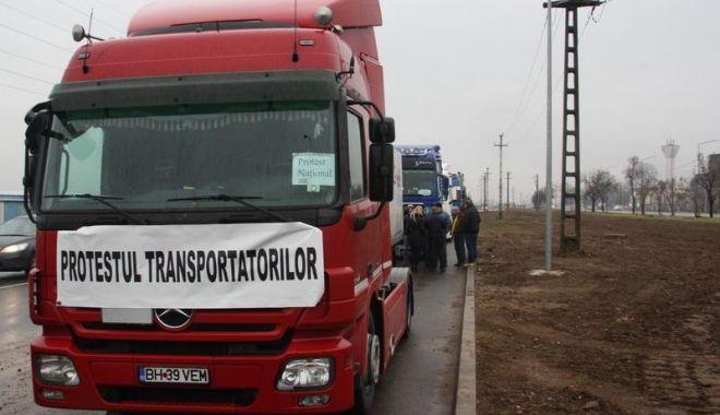 Foto: LE-A AJUNS CUȚITUL LA OS! Transportatorii, decizie de ultim moment
