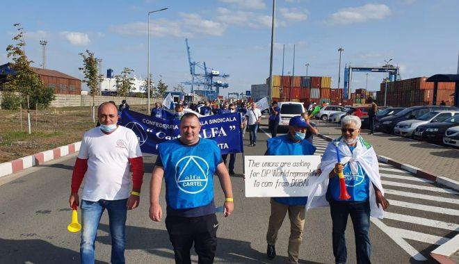 Protestul de la ușa companiei CSCT din portul Constanța a căpătat dimensiuni naționale - protestuldelausacompanieicscttdi-1600795291.jpg