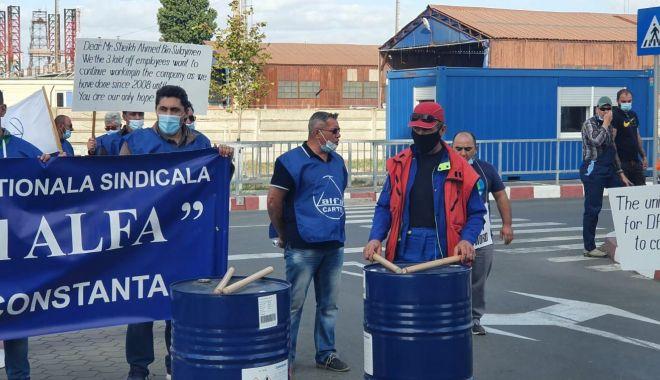 Protestul de la ușa companiei CSCT din portul Constanța a căpătat dimensiuni naționale - protestuldelausacompanieicscttdi-1600795325.jpg