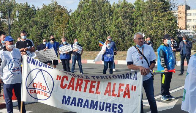 Protestul de la ușa companiei CSCT din portul Constanța a căpătat dimensiuni naționale - protestuldelausacompanieicscttdi-1600795340.jpg