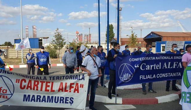 Protestul de la ușa companiei CSCT din portul Constanța a căpătat dimensiuni naționale - protestuldelausacompanieicscttdi-1600795347.jpg