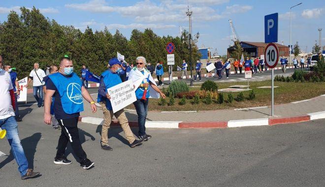 Protestul de la ușa companiei CSCT din portul Constanța a căpătat dimensiuni naționale - protestuldelausacompanieicscttdi-1600795361.jpg