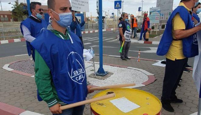 Protestul din portul Constanța se va muta în fața Ambasadei Emiratelor Arabe Unite - protestulportuarilor22-1600884040.jpg