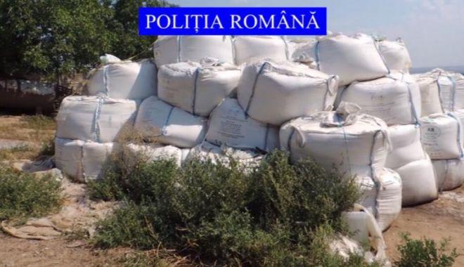 Foto: 35 de tone de azotat de amoniu, depozitate necorespunzător, au fost găsite de polițiști