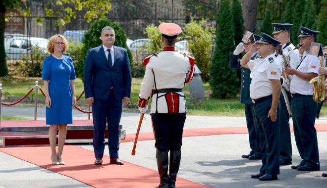 Foto: Cu ochii pe Radmila! Vine la sediul Ministerului Apărării