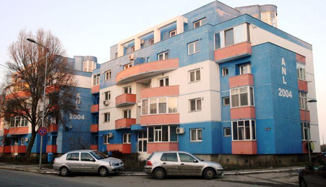 Foto: Primăria Constanța a repartizat 12 locuințe ANL unor familii tinere