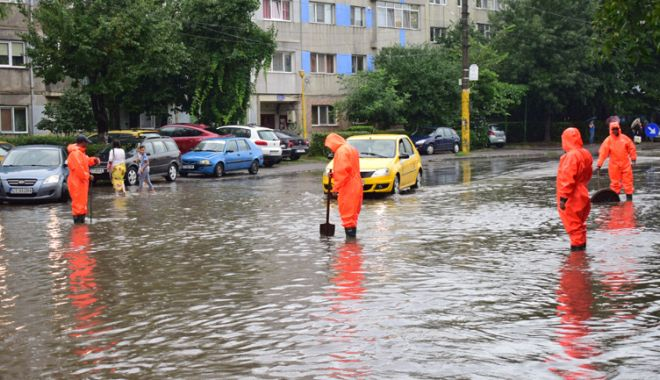 Foto: COD PORTOCALIU de PLOI TORENȚIALE, la Constanța. RAJA a activat Comandamentul pentru Situații de Urgență