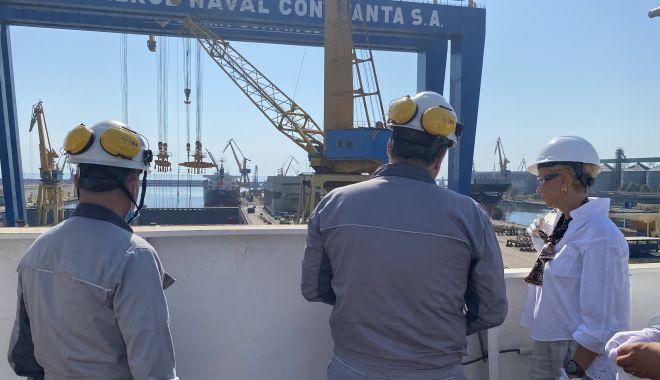 GALERIE FOTO. Ministrul Muncii şi Protecţiei Sociale, Raluca Turcan, în vizită la Şantierul Naval Constanţa - raluca-1627376172.jpg