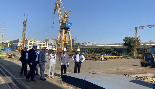 GALERIE FOTO. Ministrul Muncii şi Protecţiei Sociale, Raluca Turcan, în vizită la Şantierul Naval Constanţa - raluca11-1627376213.jpg