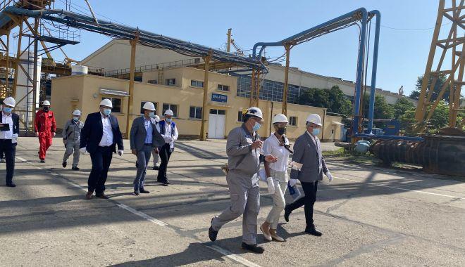 GALERIE FOTO. Ministrul Muncii şi Protecţiei Sociale, Raluca Turcan, în vizită la Şantierul Naval Constanţa - raluca14-1627376263.jpg