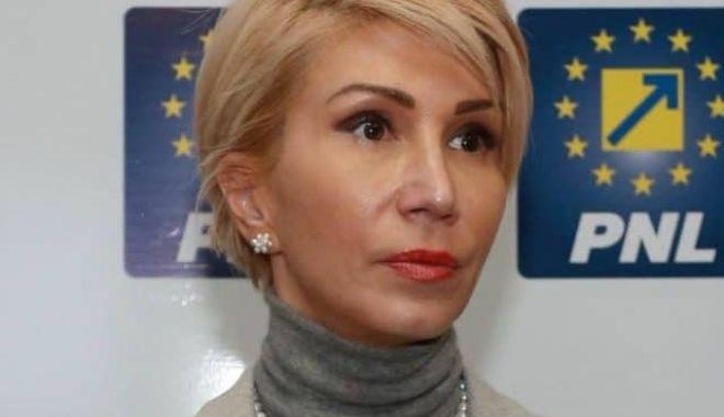 Raluca Turcan: Este imposibil ca Guvernul să asigure măști pentru toți copiii și profesorii - ralucaturcan-1598117501.jpg