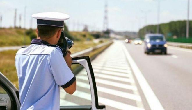 Foto: La pândă de vitezomani pe Autostrada Soarelui. Zeci de șoferi amendați, într-o oră