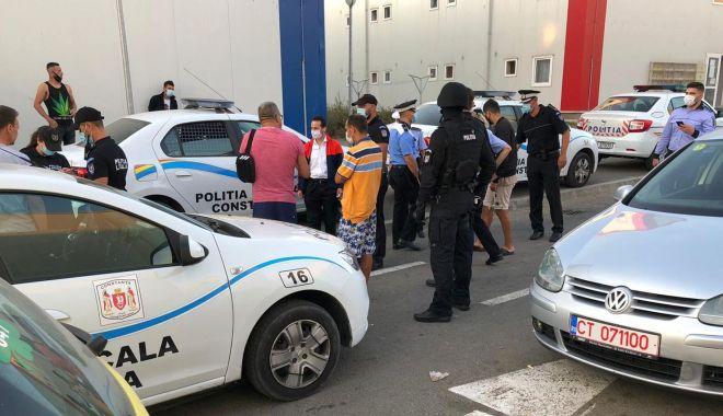 """Foto: Campusul Social """"Henri Coandă"""", înconjurat de mascați! Mai mulți locuitori ilegali, evacuați"""