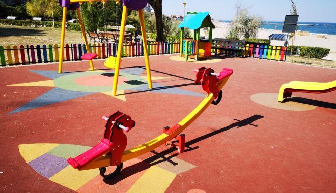 Foto: Reabilitarea locurilor de joacă din Constanța continuă și în 2020