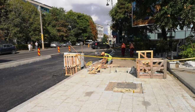 Foto: Se lucrează intens la reabilitarea trotuarelor din oraș