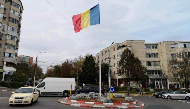 Ziua Națională a României / Steagul țării,  arborat în 14 intersecții din Constanța - received515915939257635-1573901232.jpg