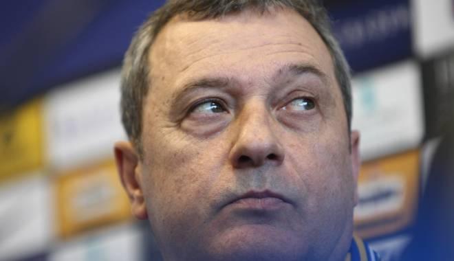 Mircea Rednic și-a reziliat contractul cu Petrolul Ploiești - red-1430844912.jpg