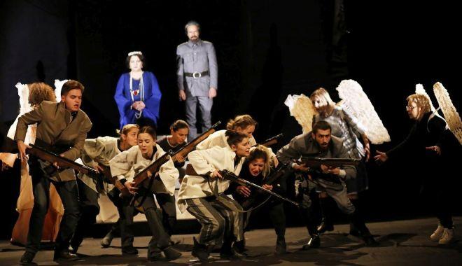 """Foto: Spectacolul """"Inima Reginei Maria"""" poate fi vizionat, gratuit, astăzi, la teatru"""
