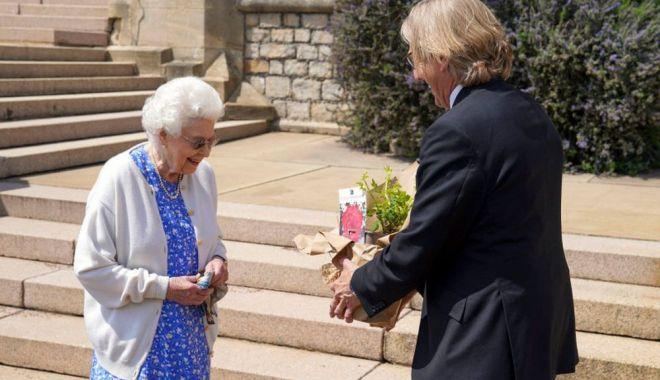Regina Elisabeta a Marii Britanii a primit un trandafir denumit după regretatul său soţ - regina1-1623328117.jpg