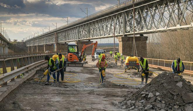 """Se lucrează intens la repararea podului de la Cernavodă! """"Nu mai vrem gropi!"""" - reparatiipodcernavoda5-1617039624.jpg"""