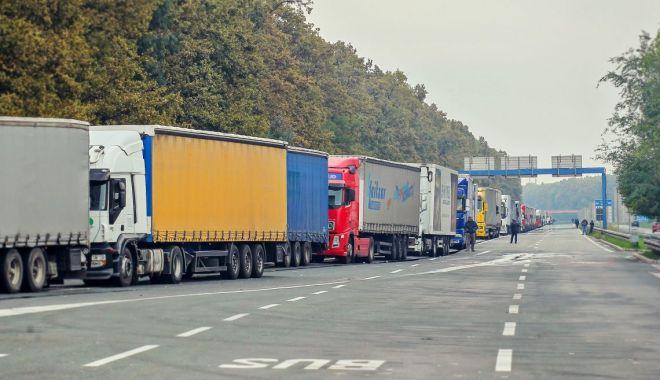 Reprezentanţii transportatorilor rutieri ameninţă cu proteste - reprezentantiitransportatorilor-1620233528.jpg