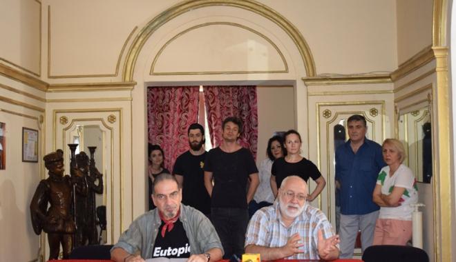 Control la Teatrul de Stat Constanța. Președintele Consiliului Județean a dispus un audit după ce actorii s-au plâns de situația teatrului - revoltateatru51496767120-1496914188.jpg