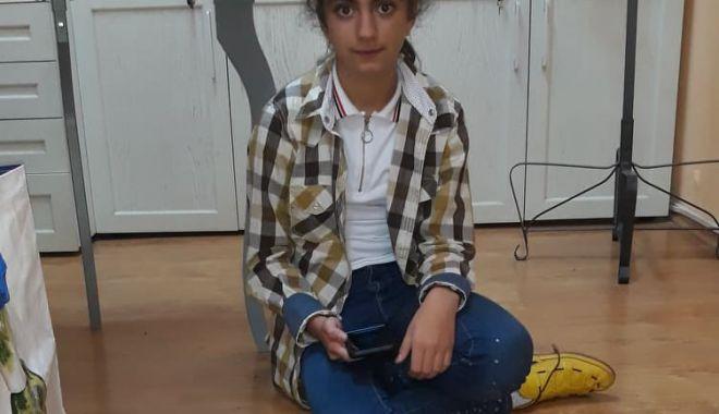 Școlăriță, pasionată de robotică. La 11 ani, a construit un robot-șarpe - robotel2-1570690156.jpg