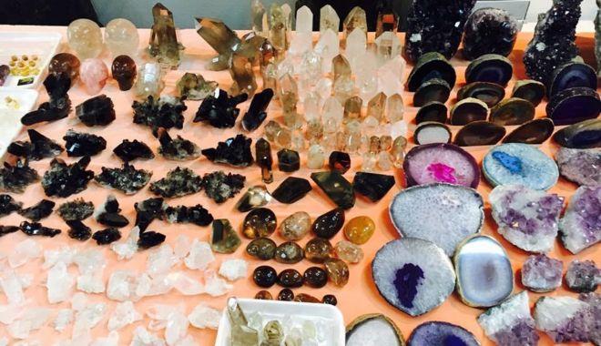 Foto: Rubine, safire, smaralde, ametiste și opale, toate într-o singură expoziție