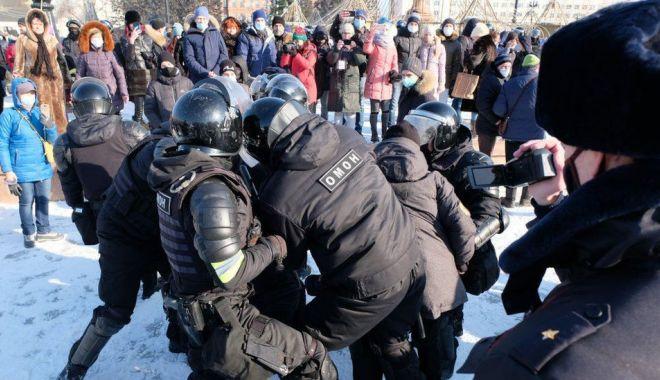 Manifestații masive pro-Navalnîi în Rusia. Sute de persone, între care și soția opozantului, arestate - rusia-1611407308.jpg