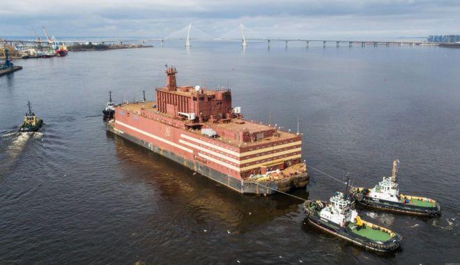 """Foto: Rusia duce un """"Cernobîl plutitor"""" în zona arctică. Construcția centralei a durat 20 de ani"""